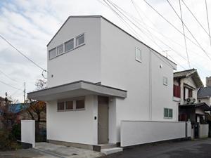 宝塚の川沿いに建つ家-1